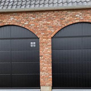 Sectionaalpoort verticaal geprofileerd met venster dubbel